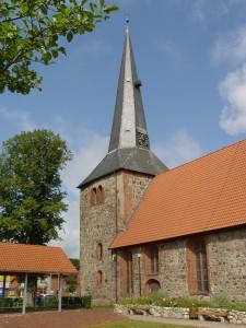 Oldendorfer Kirche im Sommer 2012