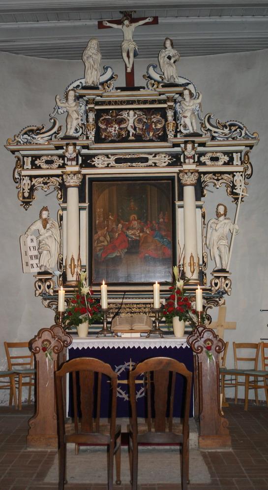 Altar der Oldendorfer Kirche geschmückt