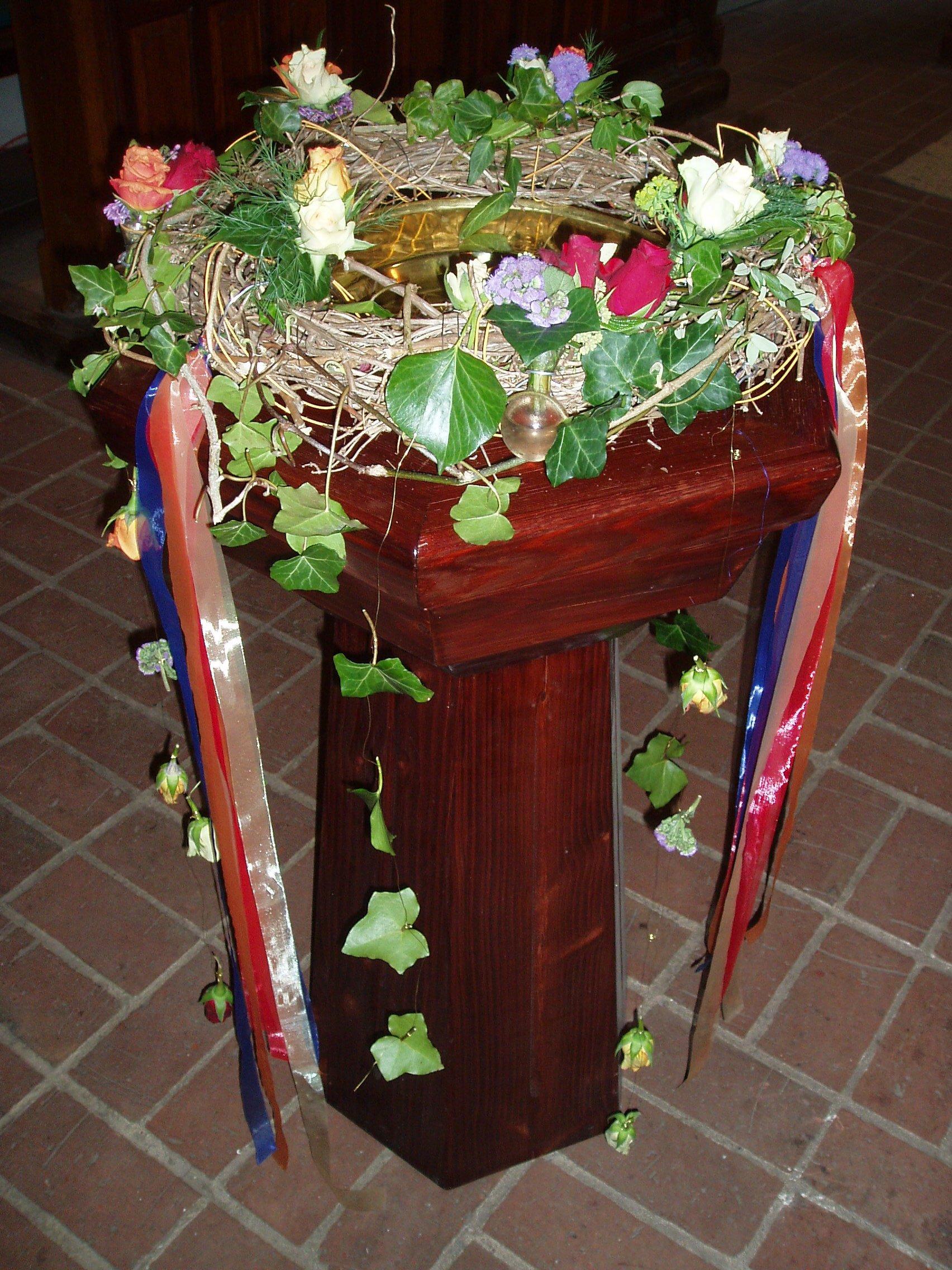 Taufbecken in der St-Martins-Kirche