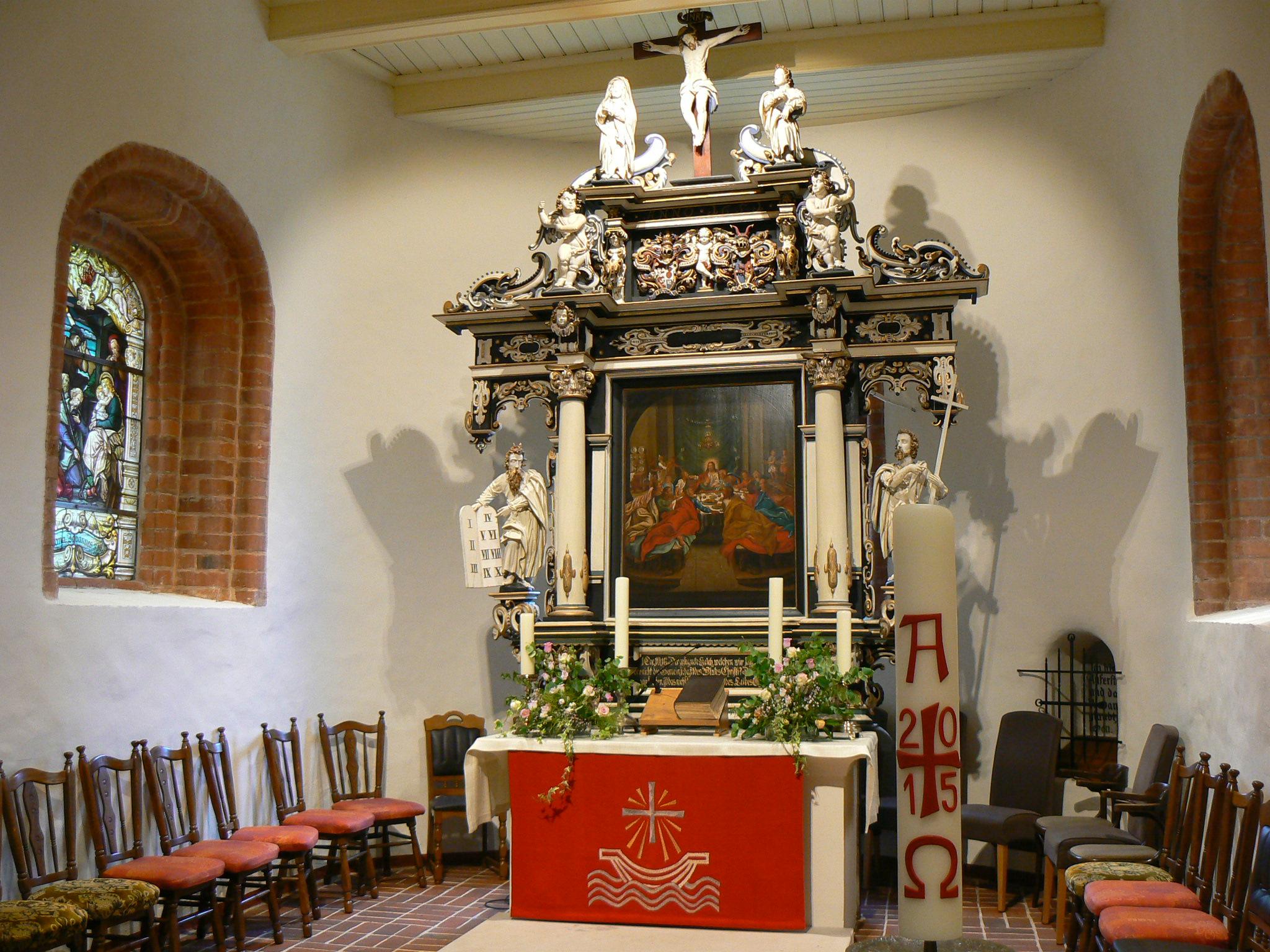 Blick in den Altarraum - das schaut jetzt schon alles ein bißchen anders aus.